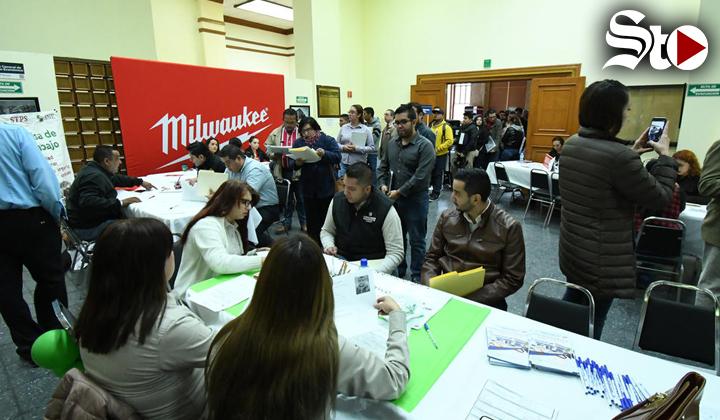 Llenan buscadores de empleo el Banco de México en Torreón