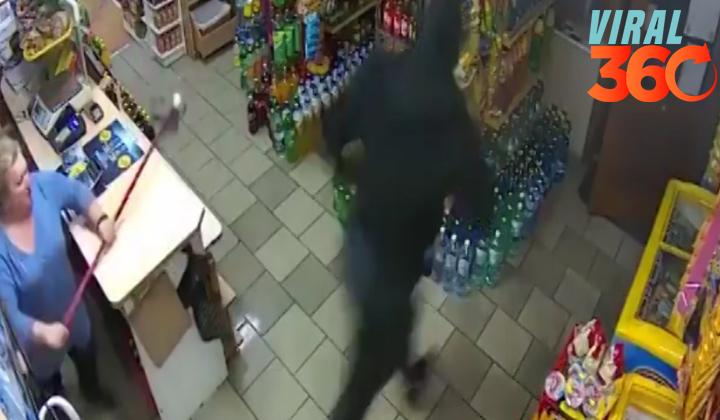 Mujer defiende su tienda con un trapeador