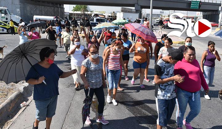 Bloquean periférico de Torreón para denunciar falta de agua