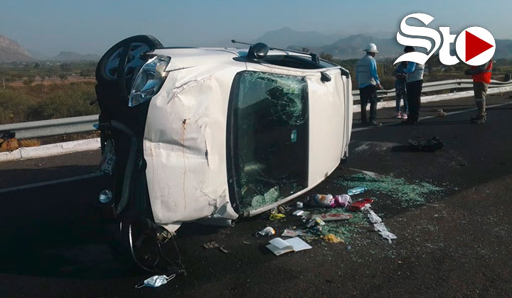 Volcadura en autopista de Lerdo deja una pareja lesionada