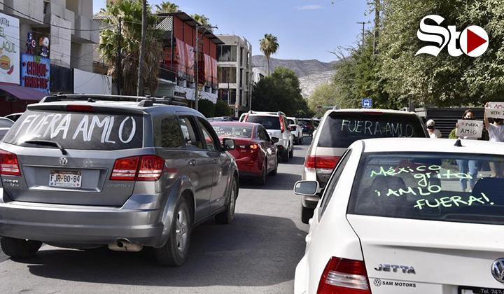 Laguneros exigen renuncia de AMLO con caravana