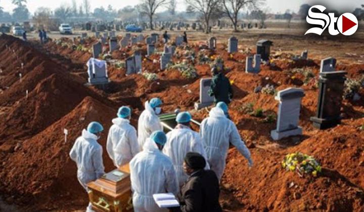 Un 'tsunami' sobre los trabajadores funerarios de Sudáfrica