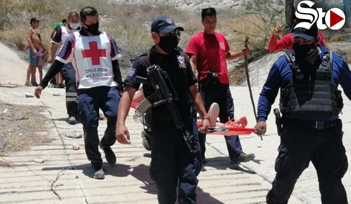 Rescatan a dos jóvenes en el Cerro de las Noas de Torreón