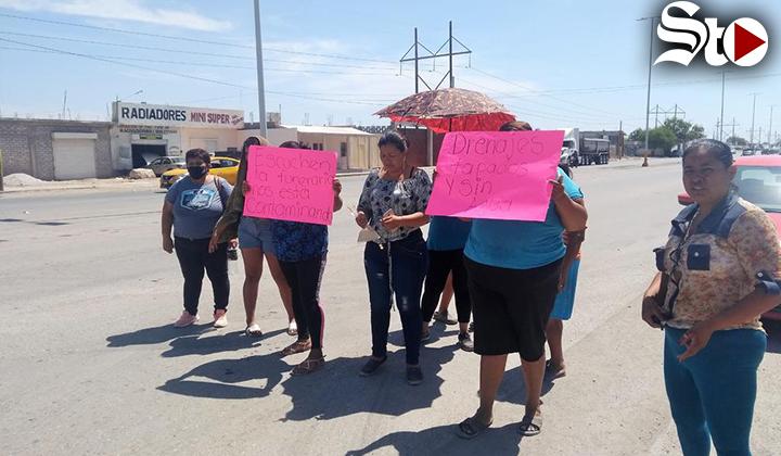Protestan por falta de agua en la colonia Valle La Rosita