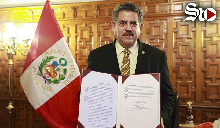 Tras protestas, renuncia el presidente interino de Perú