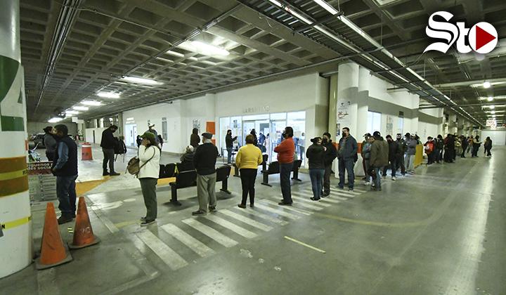 Largas filas para el pago de Garantías en Torreón