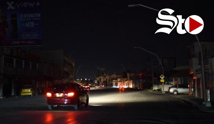 Falta de energía eléctrica deja en penumbras a Torreón