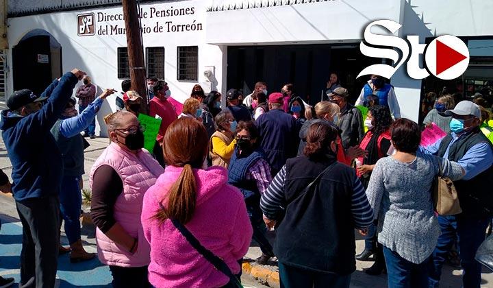 Se manifiestan pensionados del Ayuntamiento de Torreón