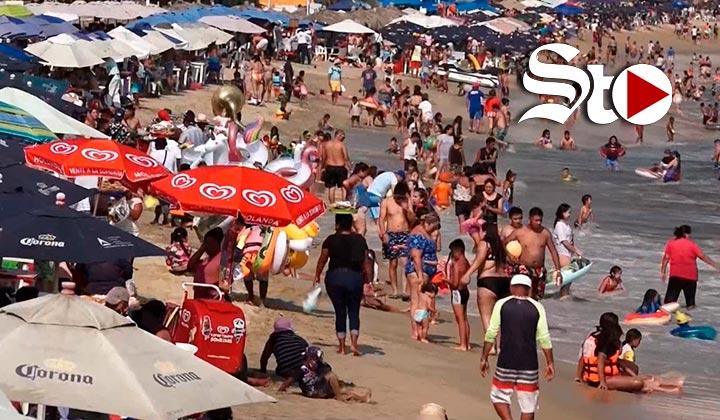 Abarrotan balneario de Acapulco pese a alerta de tercera ola