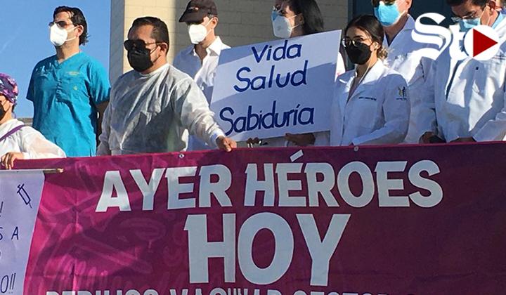Nuevamente se manifiestan trabajadores de la salud en Torreón