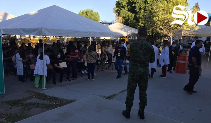 Inicia vacunación a trabajadores educativos de La Laguna Durango