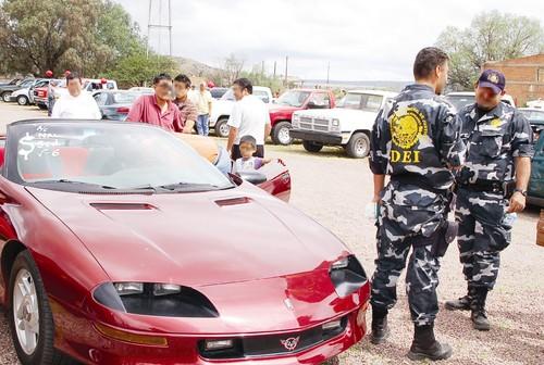 13413845d Autos robados en el tianguis; 3 detenidos
