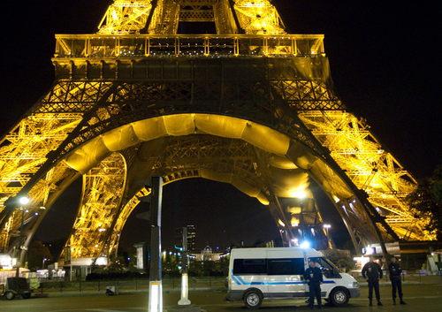 Evacuan Torre Eiffel por amenaza de bomba, El Siglo de Torreón