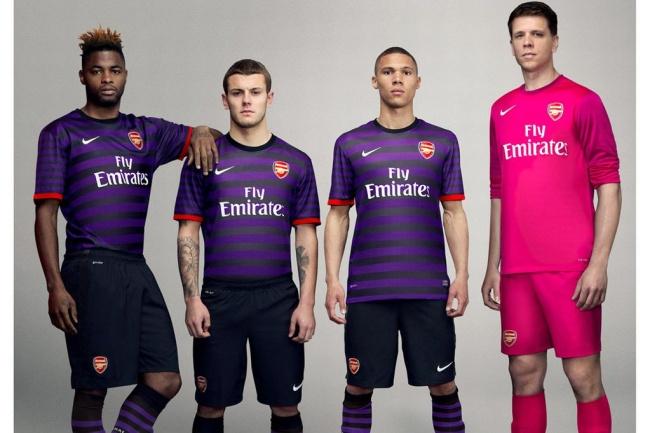 6cf89b8a4b972 En morado y rosa el nuevo uniforme del Arsenal