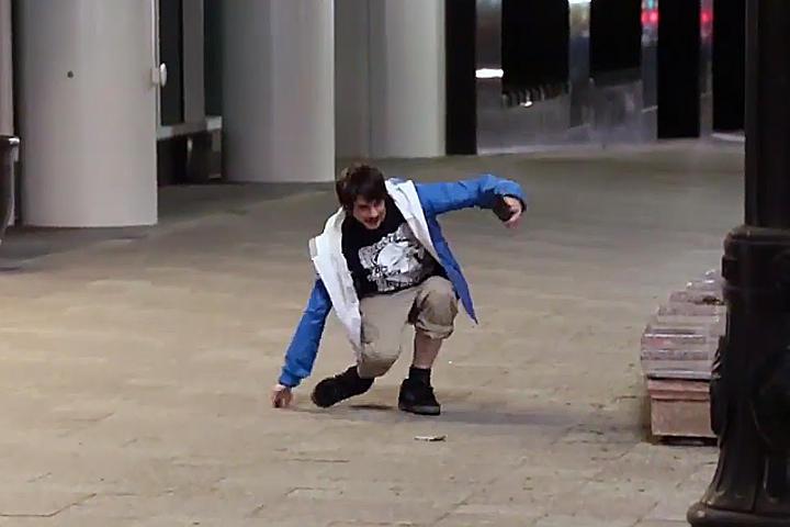 Personas se humillan para recoger billetes del piso - Pisos para una persona madrid ...