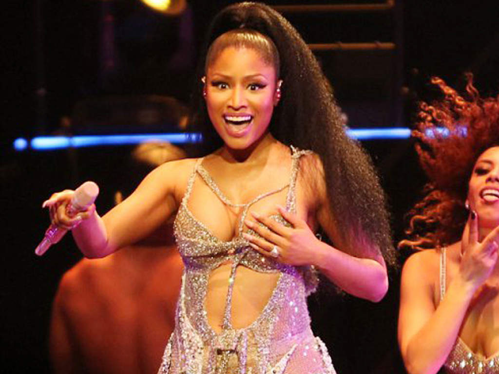Nicki minaj rogers arena vancouver 2015 nipple slip 10