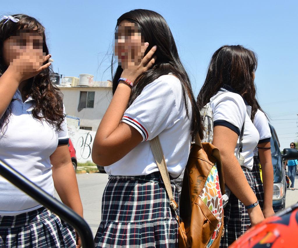 Adolescentes adolescentes sin sexo