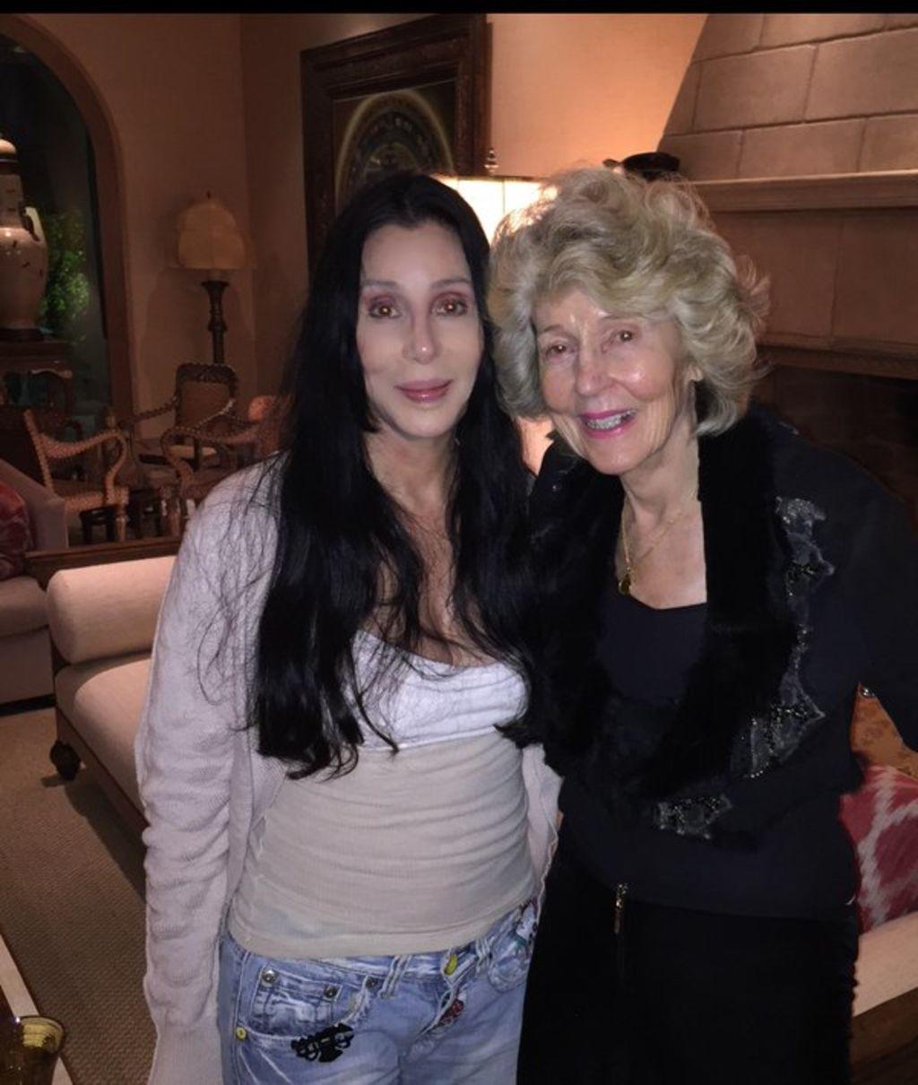 Fotos De Cher presume cher rostro junto a su madre, el siglo de torreón