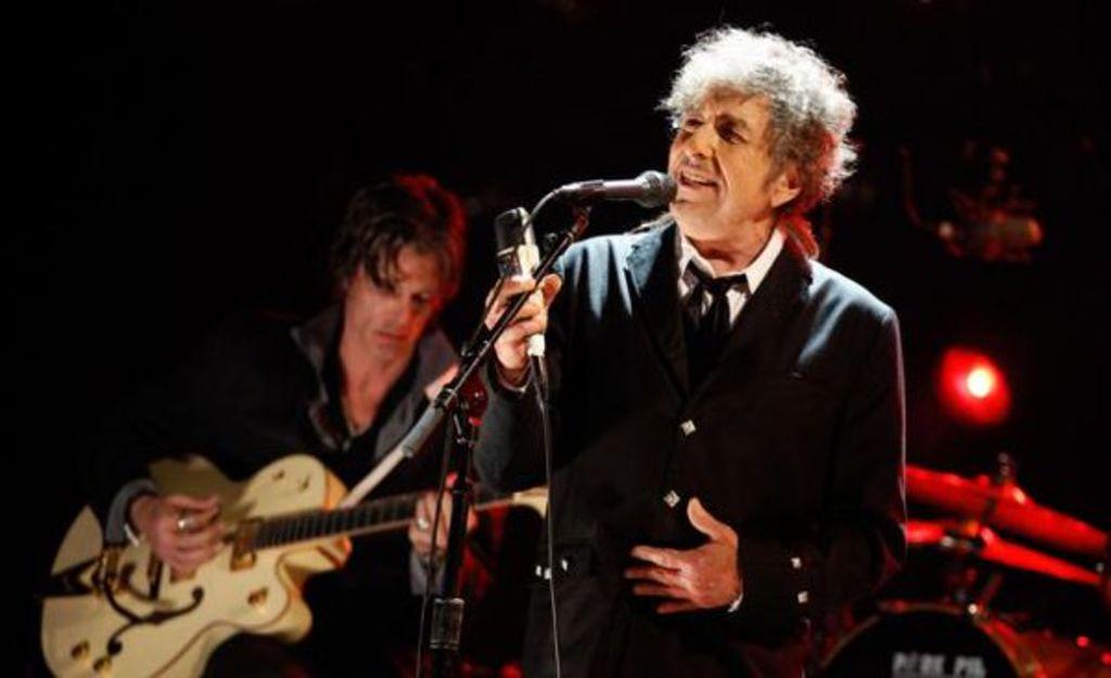 Resultado de imagen para Tras el Nobel, Bob Dylan lanza su propio whisky