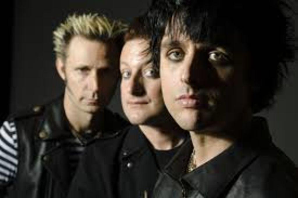 Publicará Green Day su nuevo disco Revolution Radio en octubre