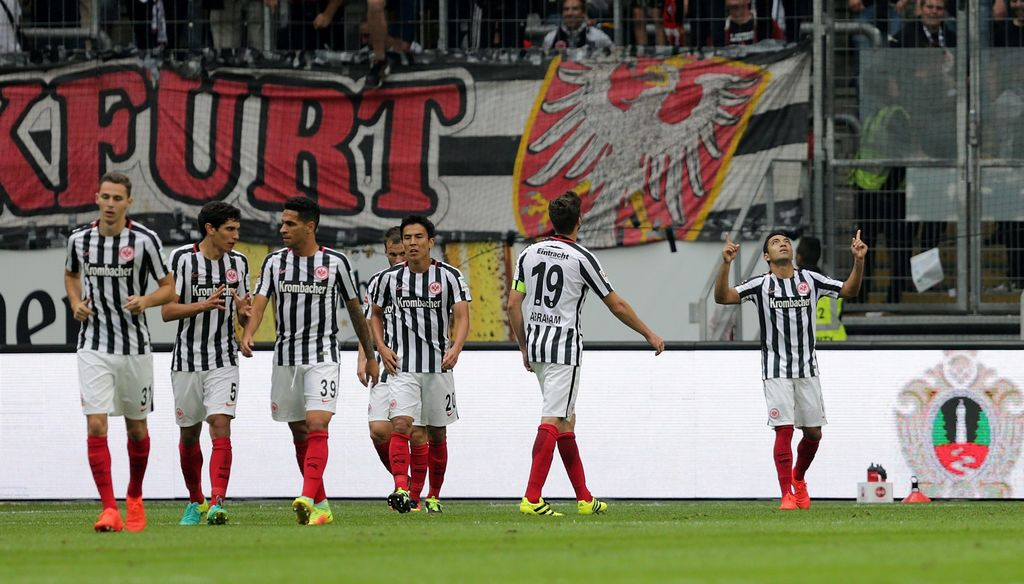 Eintracht Frankfurt de Marco Fabián gana al Bayer de \'Chicharito\'