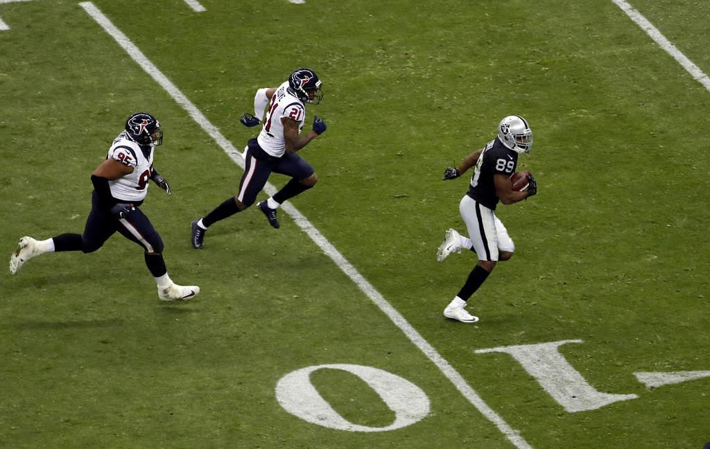 ... con 4 43 minutos por jugar y los Raiders de Oakland vencieron ayer  27-20 a los Texans de Houston 7a2ac5a495b