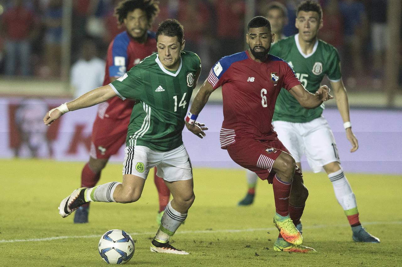 9723ae6f2fbf6 El delantero mexicano está cerca de ser el más goleador en la Selección  Mayor. (Archivo)