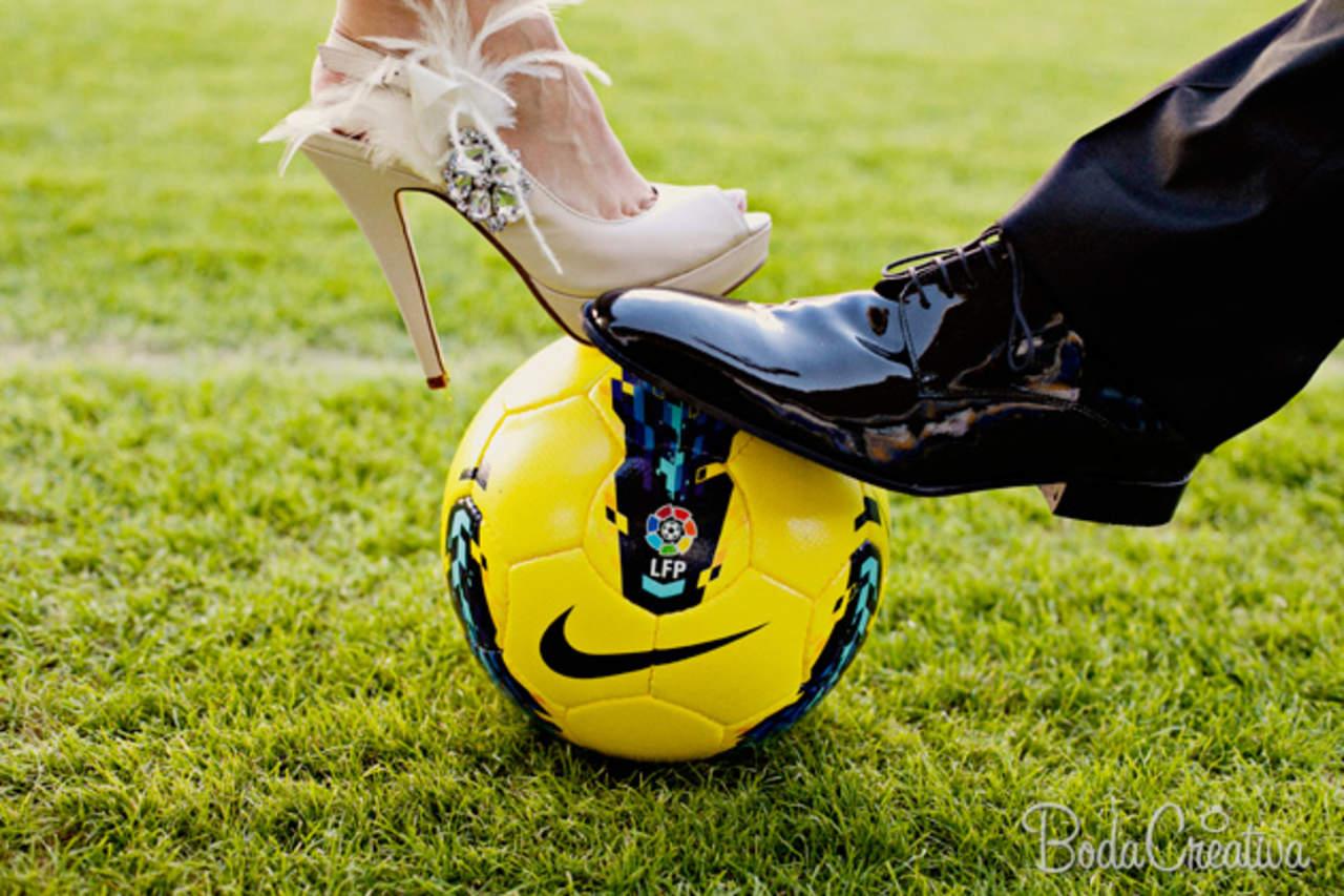 Imagenes De Mujeres Jugando Futbol Con Frases De Amor