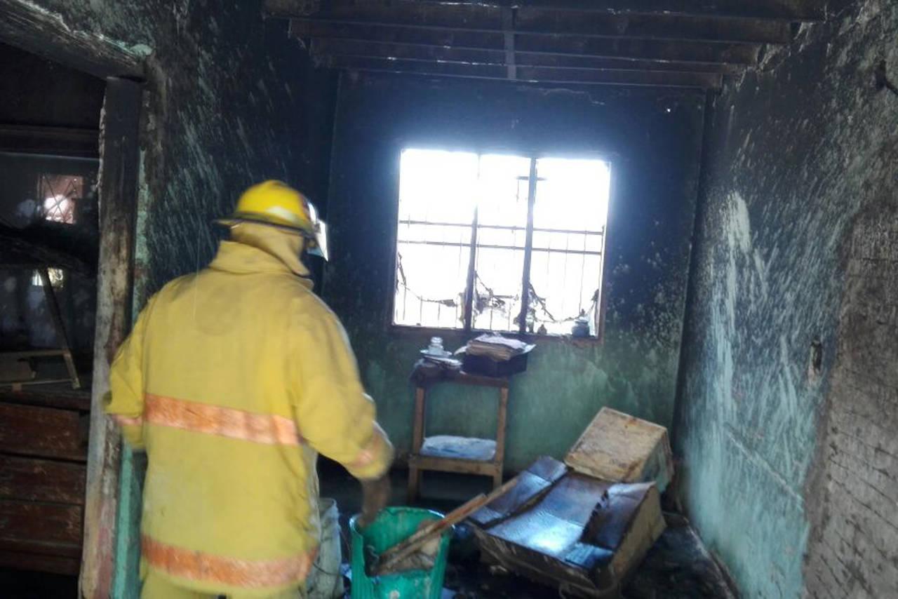 Toma insecticida e incendia su casa for Casa del insecticida