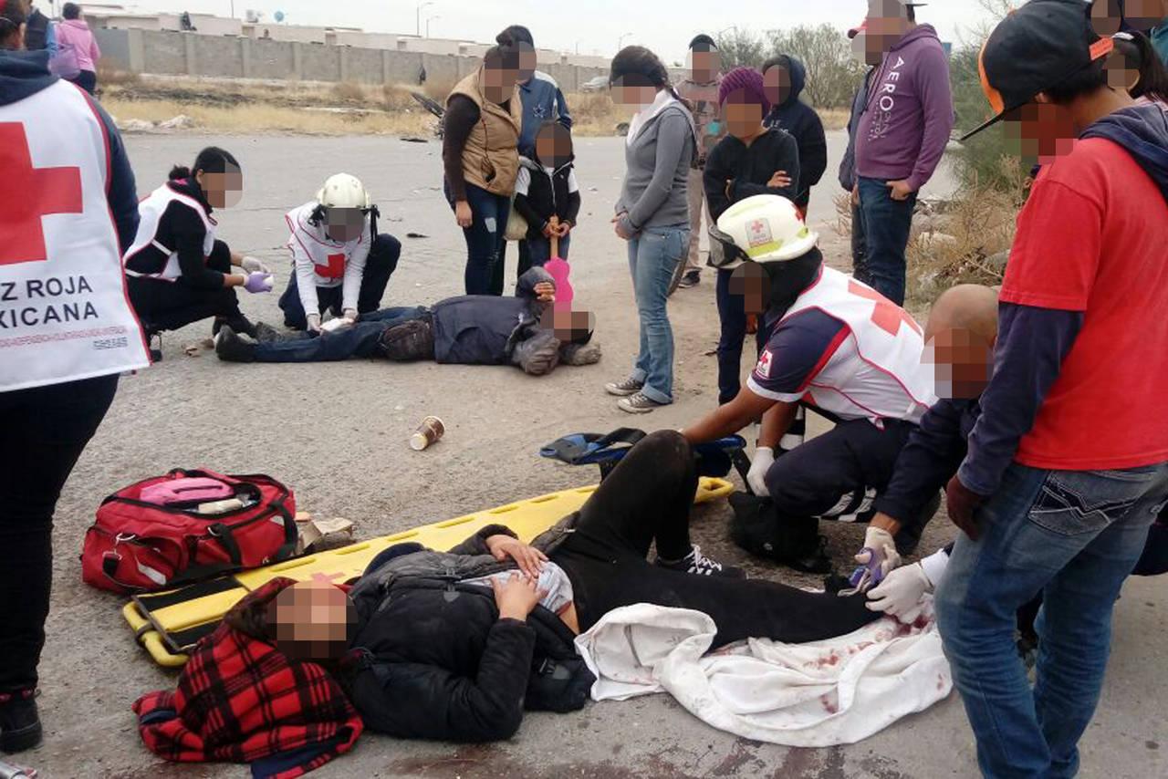 Pareja en moto termina lesionada for Villas universidad torreon