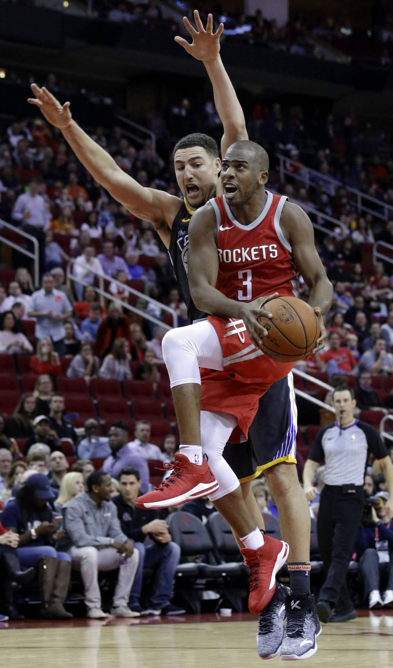 Chris Paul anotó 33 puntos y bajó 11 rebotes ante los Warriors