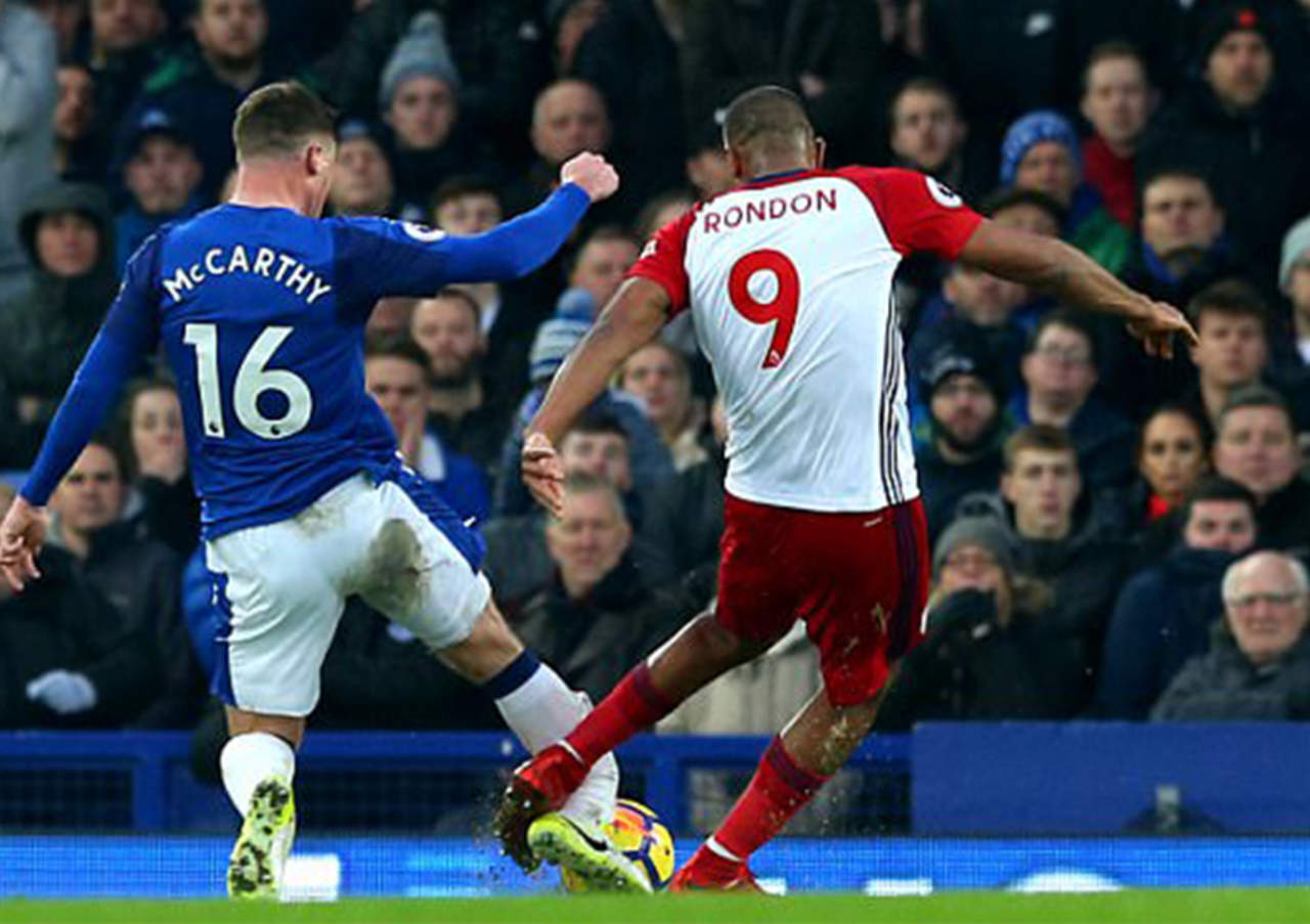 #VIDEO Jugador de Everton sufre impactante fractura de pierna