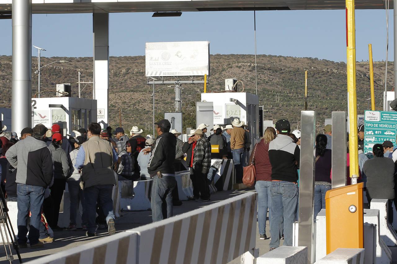 Ejidatarios de Durango exigen pago por tierras para autopista