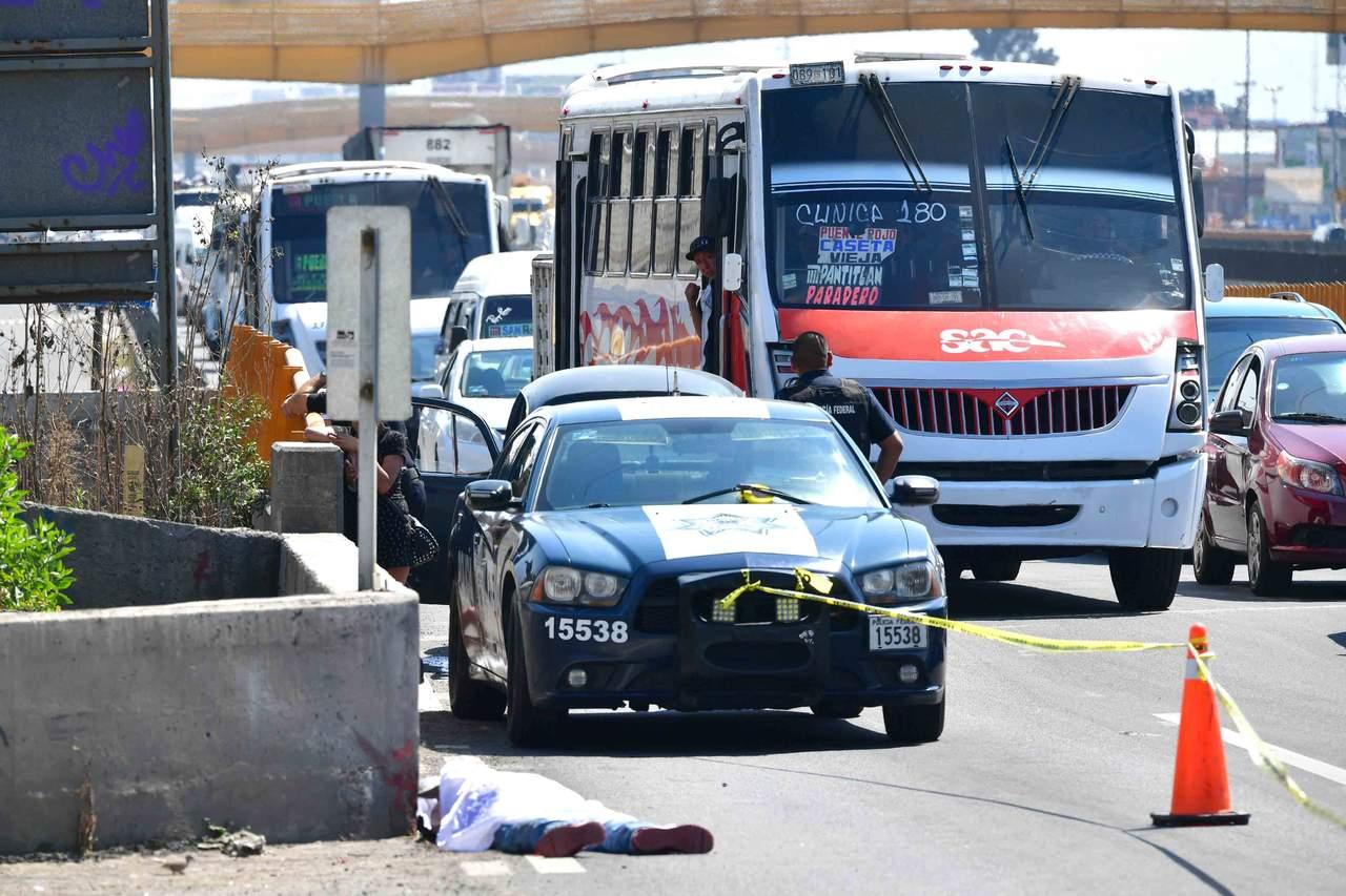 Mueren un militar y 2 asaltantes en robo a camión en la México-Puebla. Noticias en tiempo real