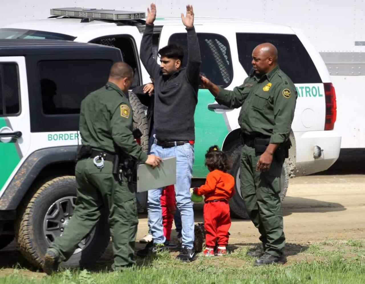 Más de 700 niños fueron separados de padres en frontera México-EU, dice NYT. Noticias en tiempo real