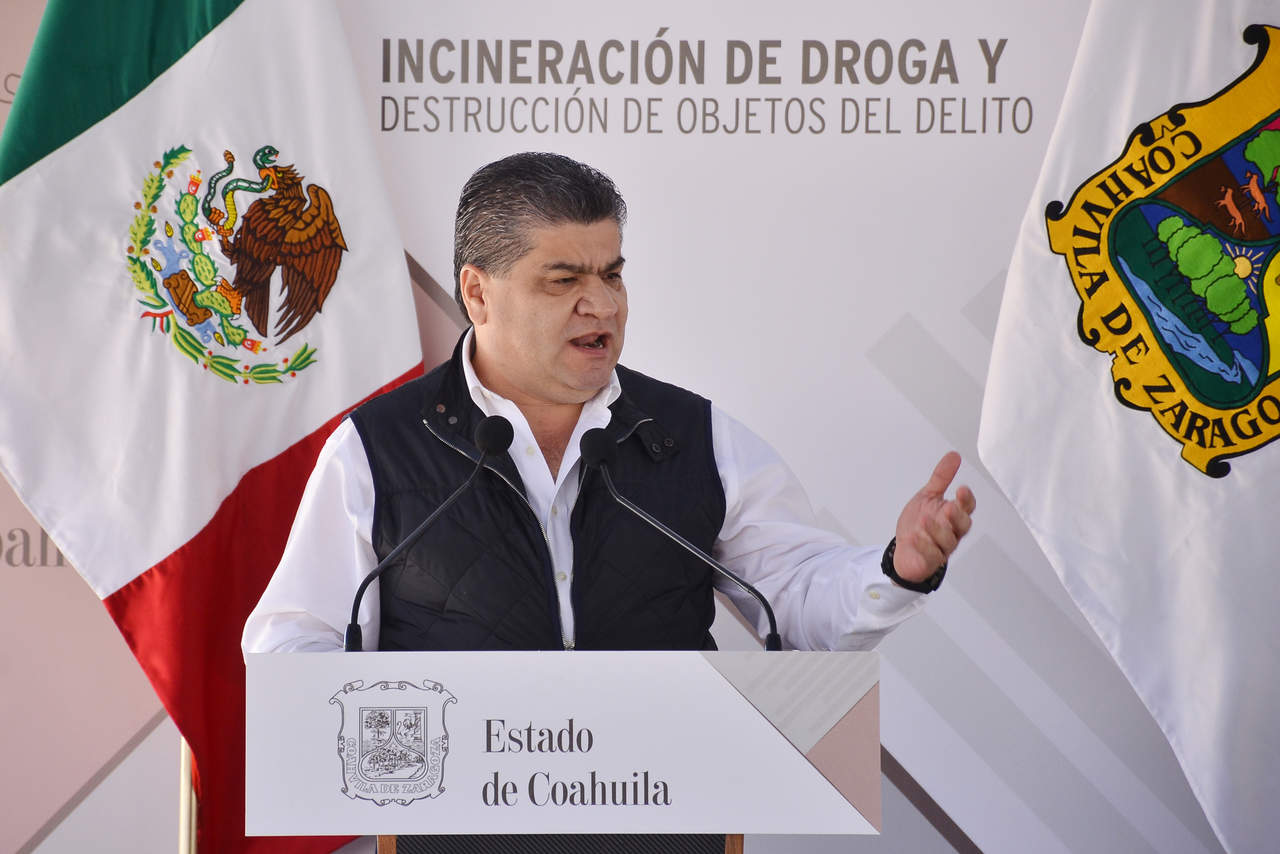 Felicita Riquelme a Meade tras primer debate. Noticias en tiempo real