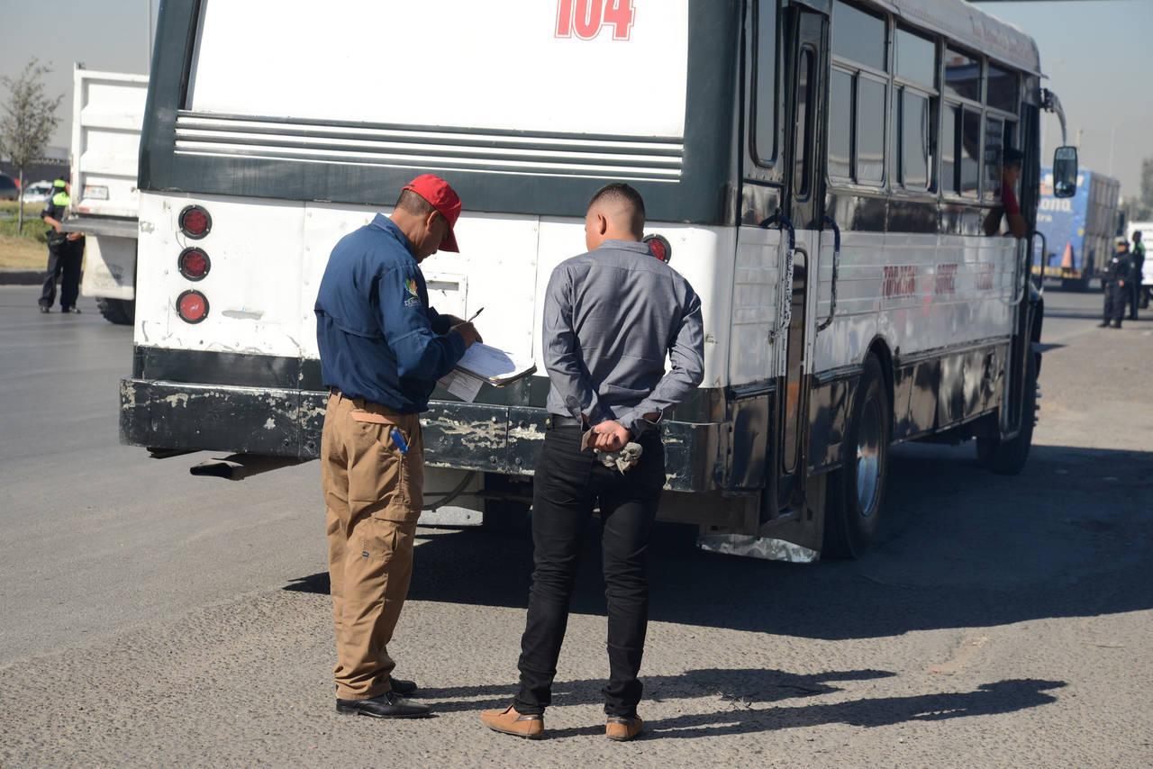 Multan a transportistas en Laguna de Durango