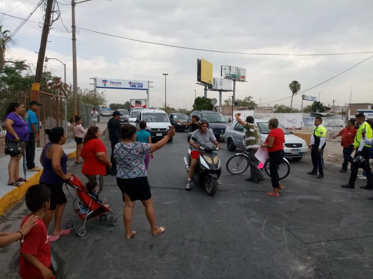 Bloquean acceso a Torreón por falta de agua. Noticias en tiempo real