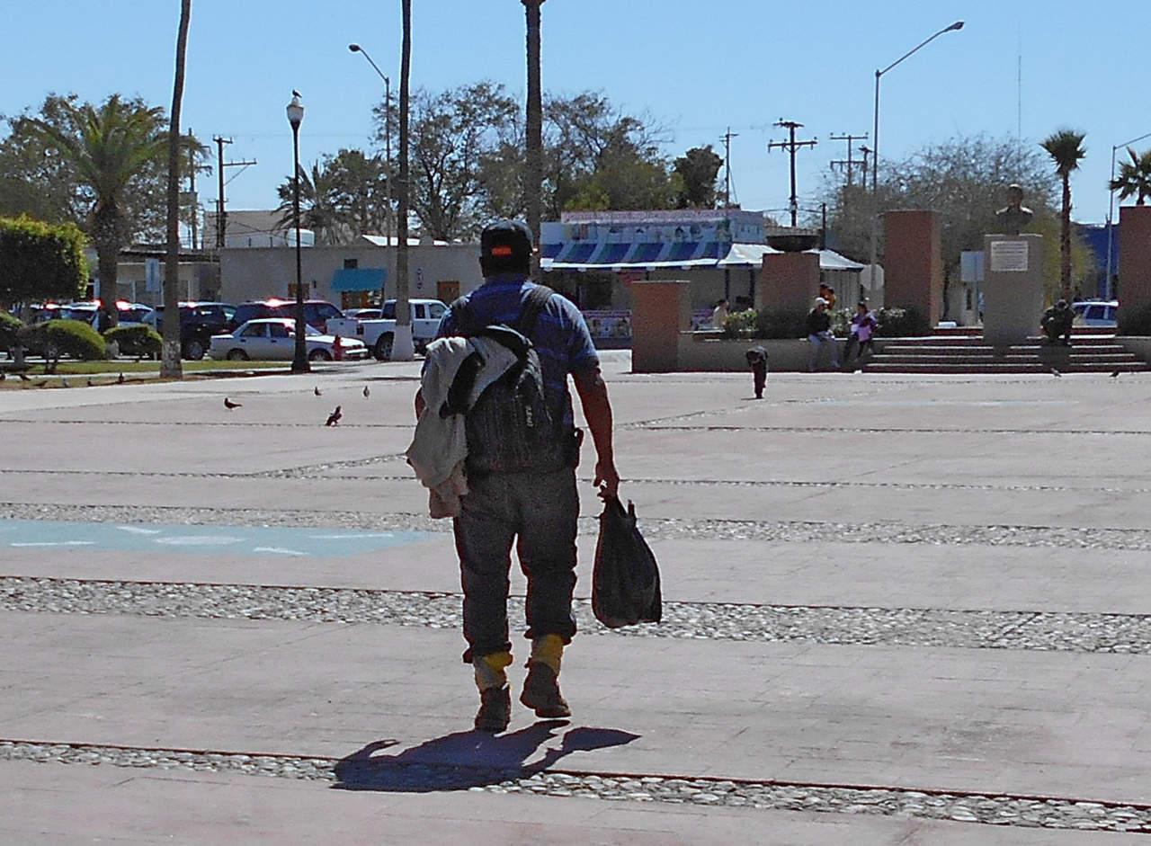 Solicitan migrantes asilo en garita de Nogales. Noticias en tiempo real