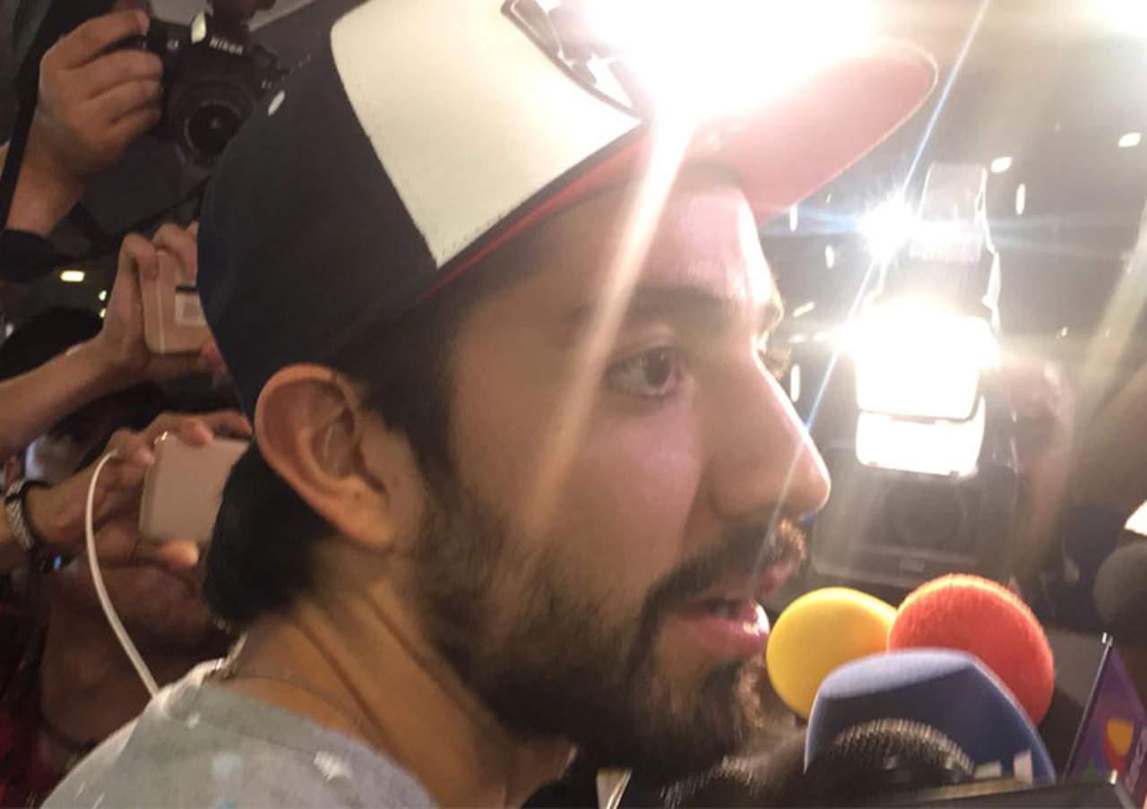 Se intentaba tomar foto con Pizarro y su travesía se hace viral. Noticias en tiempo real