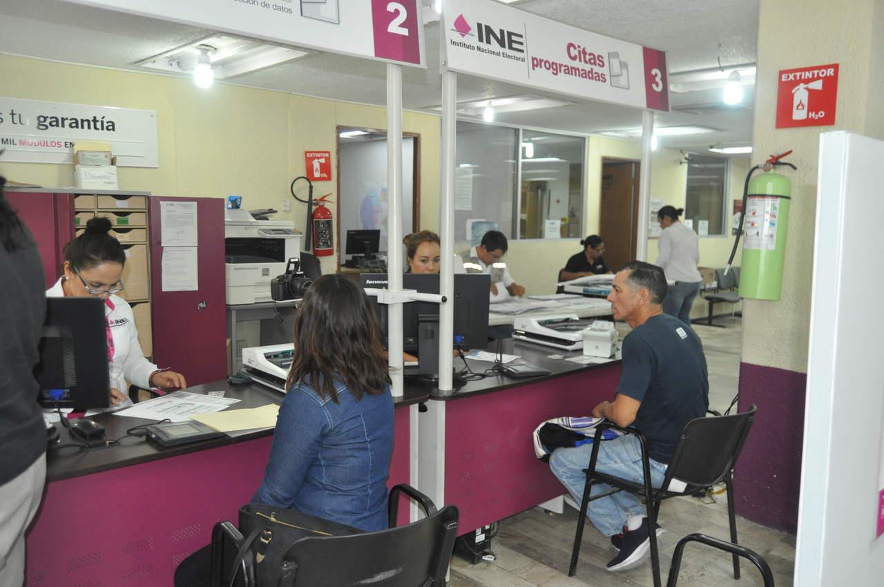 Aumenta afluencia de ciudadanos en módulos del INE. Noticias en tiempo real
