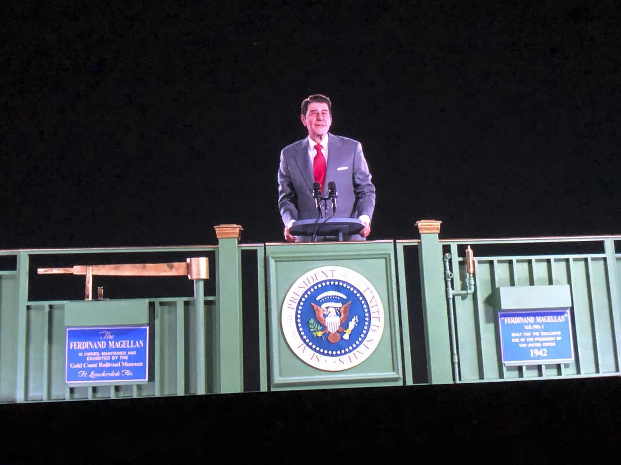 Holograma resucita en forma digital al expresidente Ronald Reagan. Noticias en tiempo real