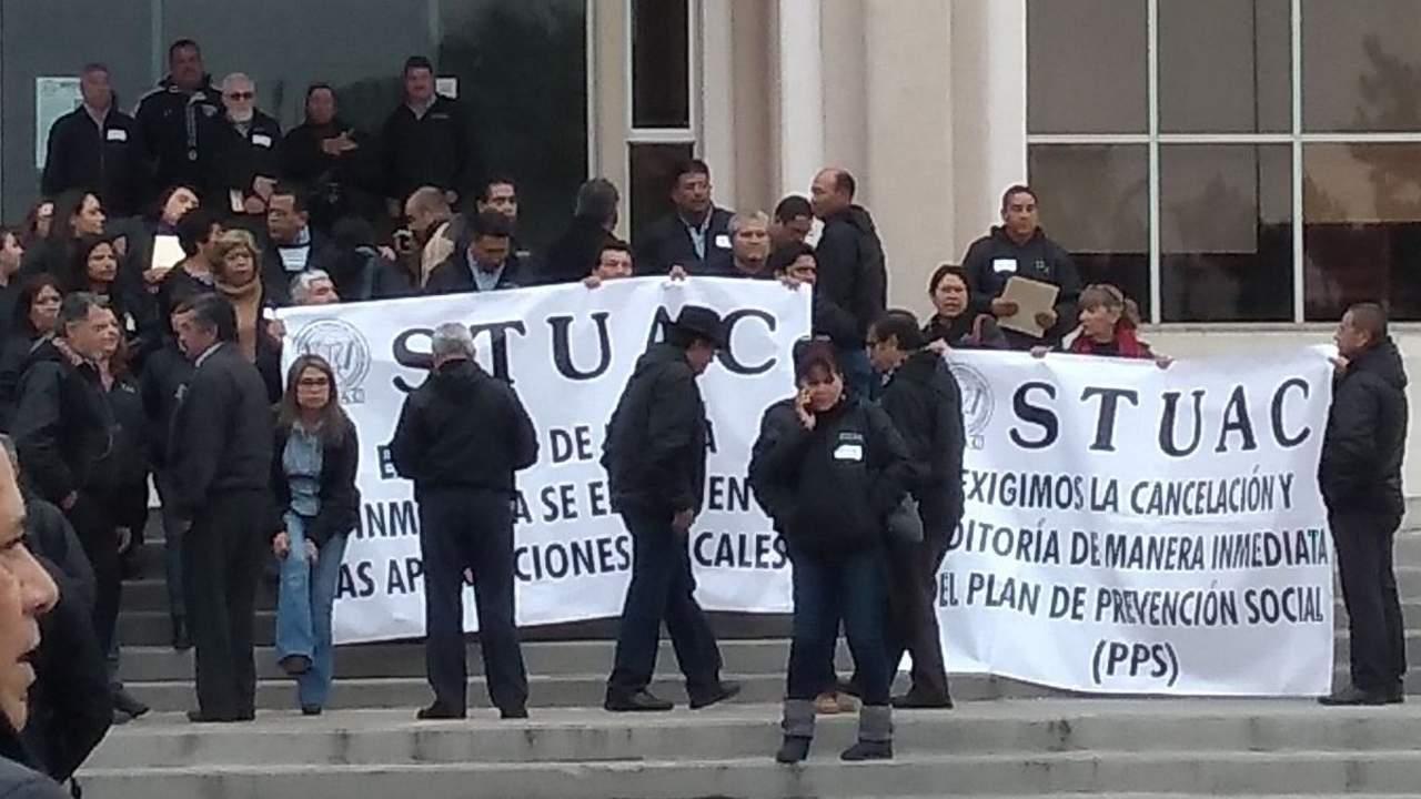 Realizan paro trabajadores de UAdeC; exigen pago de ahorro