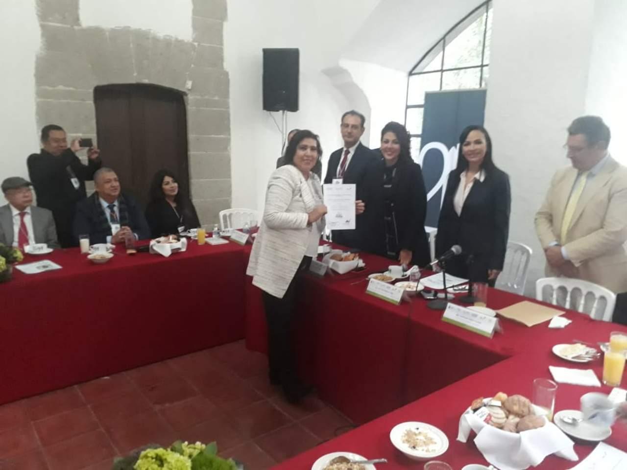 Otorga AMMECI comisión a la alcaldesa de Lerdo. Noticias en tiempo real