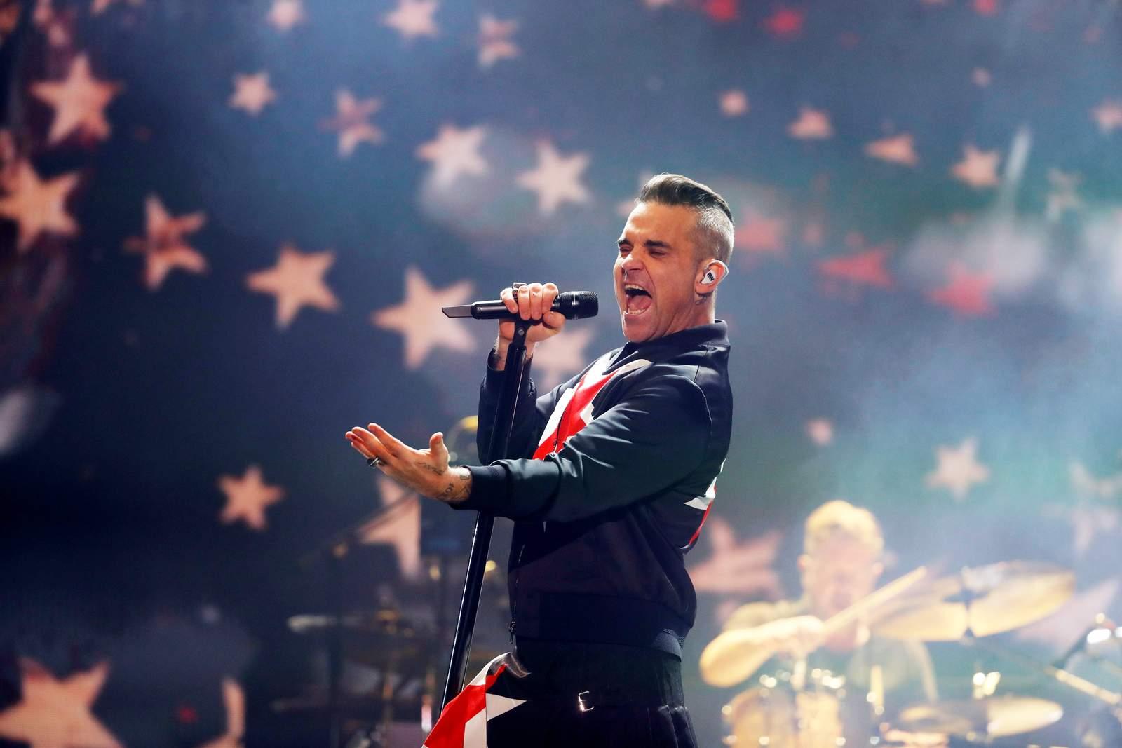 Robbie Williams sorprende con su padre en el Corona Capital. Noticias en tiempo real