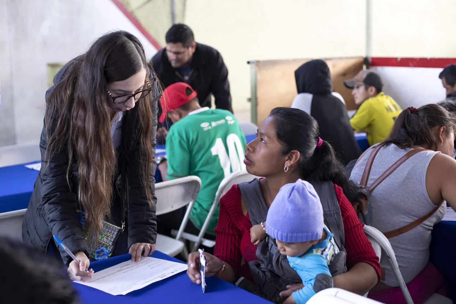 Ofertan a migrantes siete mil empleos en Tijuana. Noticias en tiempo real