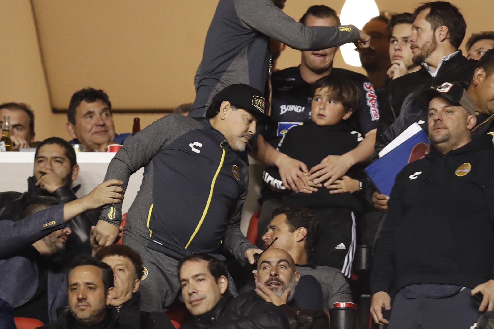 La Comisión Disciplinaria de la Federación Mexicana de Futbol abrió una  investigación sobre un altercado en que se involucró la víspera Diego  Armando ... cb45ab12fe