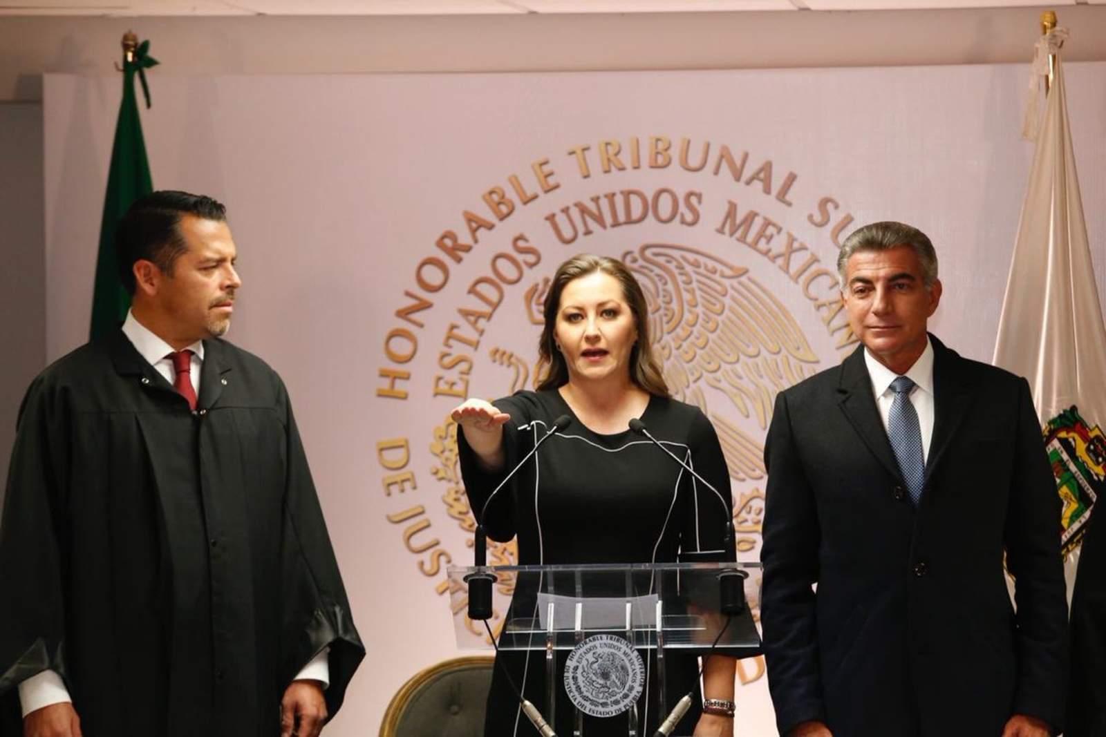 Nueva gobernadora rinde protesta en Puebla