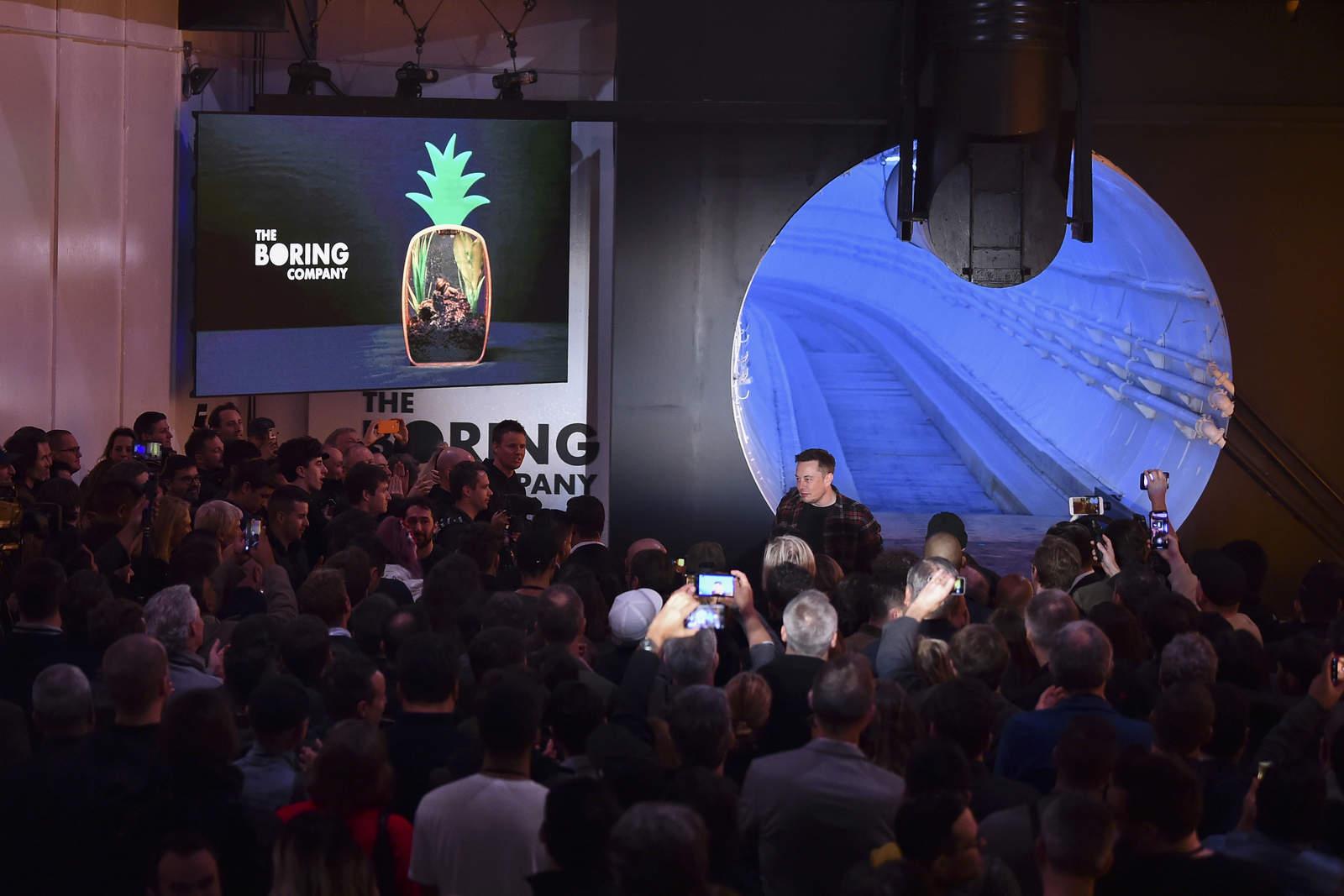 Elon Musk presenta túnel subterráneo de transporte. Noticias en tiempo real