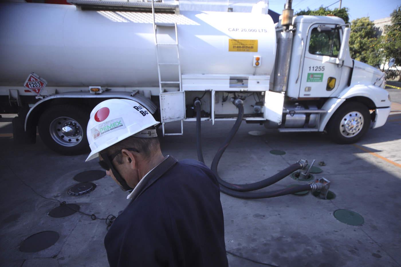 Pemex acuerda plan para agilizar suministro de gasolinas